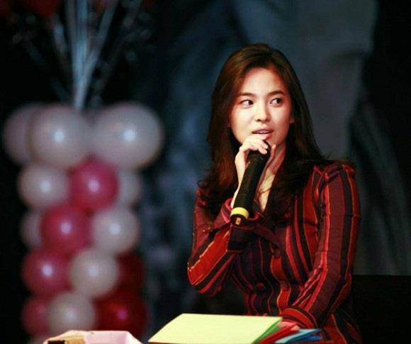 """Nhan sắc thời xưa của Song Hye Kyo bị """"khui"""" lại qua loạt ảnh cách đây hơn 1 thập kỷ  - Ảnh 1."""