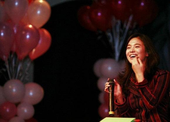 """Nhan sắc thời xưa của Song Hye Kyo bị """"khui"""" lại qua loạt ảnh cách đây hơn 1 thập kỷ  - Ảnh 2."""