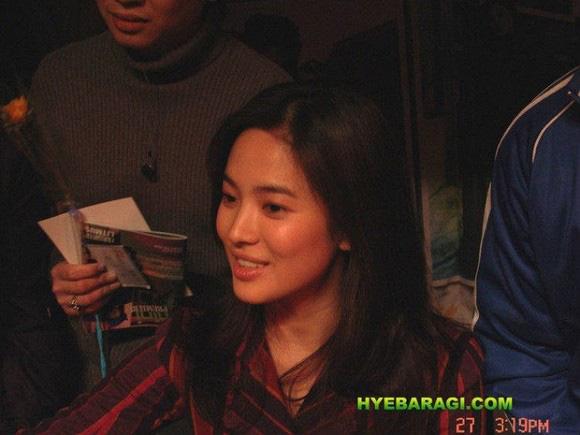 """Nhan sắc thời xưa của Song Hye Kyo bị """"khui"""" lại qua loạt ảnh cách đây hơn 1 thập kỷ  - Ảnh 3."""