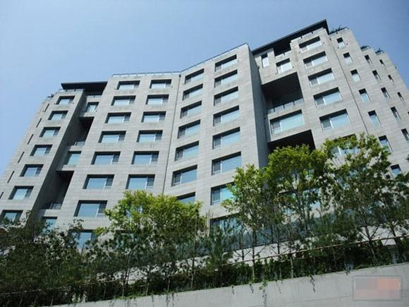 Hóa ra ngoài đời chàng sĩ quan Ri Jung Hyeok của Hạ cánh nơi anh mới là người sống trong căn hộ sang chảnh bậc nhất khu Gangnam - Ảnh 4.