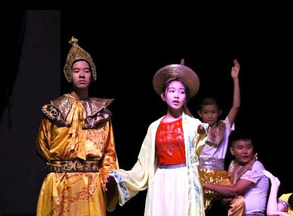 Con gái Quyền Linh được khen múa đẹp như nghệ sĩ - Ảnh 1.