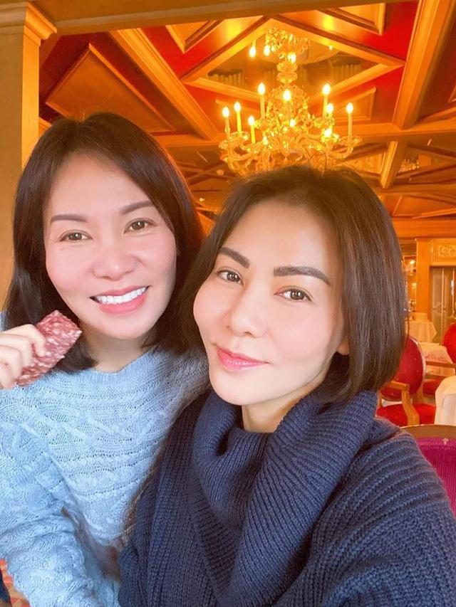 Chị gái Việt kiều hơn 8 tuổi trẻ như sinh đôi với Thu Minh  - Ảnh 1.