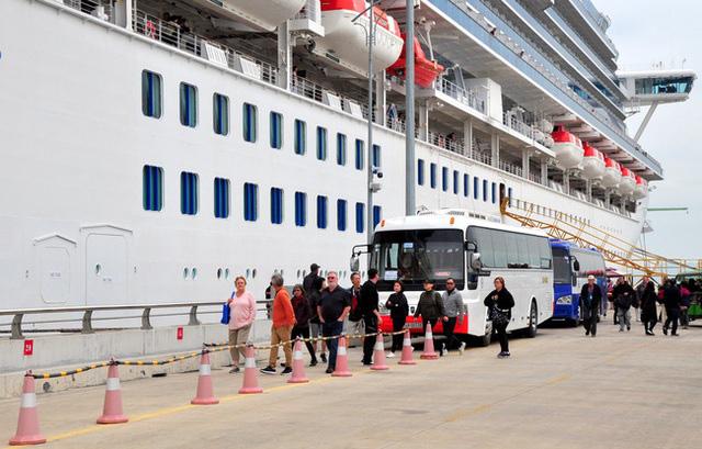 Du thuyền có hàng chục khách nhiễm nCoV đến Hạ Long không khuyến cáo gì tới Quảng Ninh - Ảnh 4.