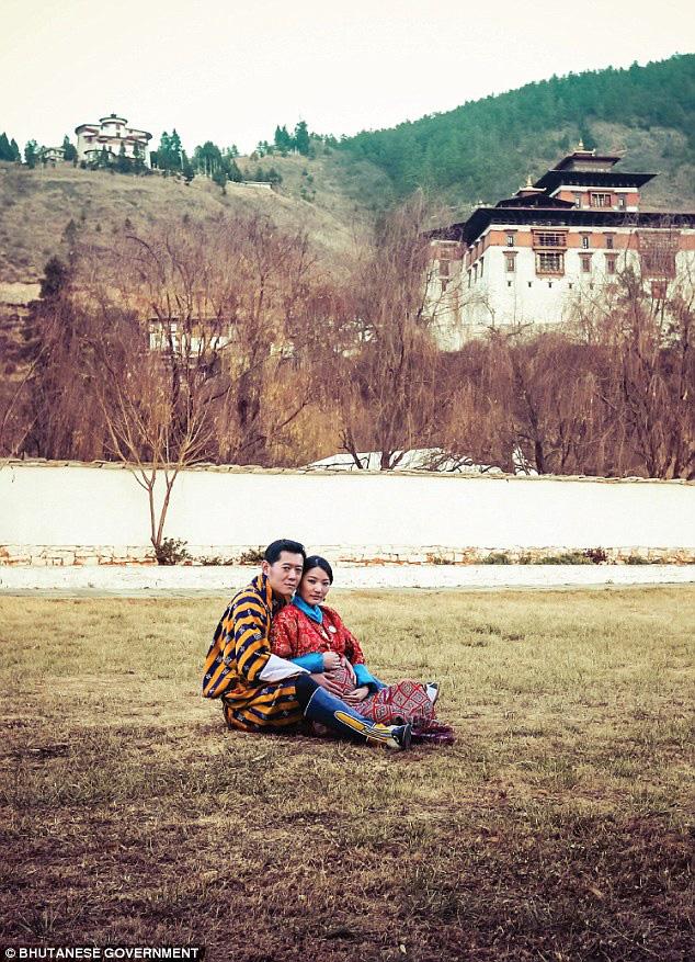 Hoàng hậu vạn người mê Bhutan hiếm hoi lộ ảnh mang bầu lần thứ 2, nhan sắc hiện tại khiến ai cũng bất ngờ - Ảnh 2.