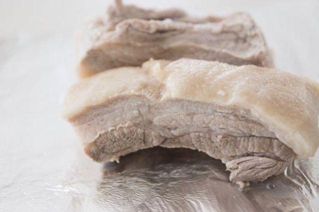 5 sai lầm khi chế biến thịt lợn làm mất ngon và nguy hại sức khỏe, bà nội trợ Việt cần nhớ để tránh - Ảnh 5.