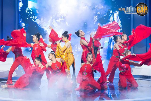 Trời sinh một cặp: MC Thu Hoài nhận điểm 10 từ giám khảo với mashup Bánh trôi nước - Túy âm - Ảnh 1.