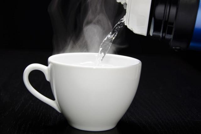 Thời điểm cần uống nước ấm để phòng ngừa bệnh tật - Ảnh 1.