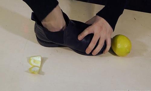 Giày hôi khiến bạn mất tự tin và khó chịu, xử lý đơn giản nhờ những thứ không ngờ có sẵn trong nhà - Ảnh 3.