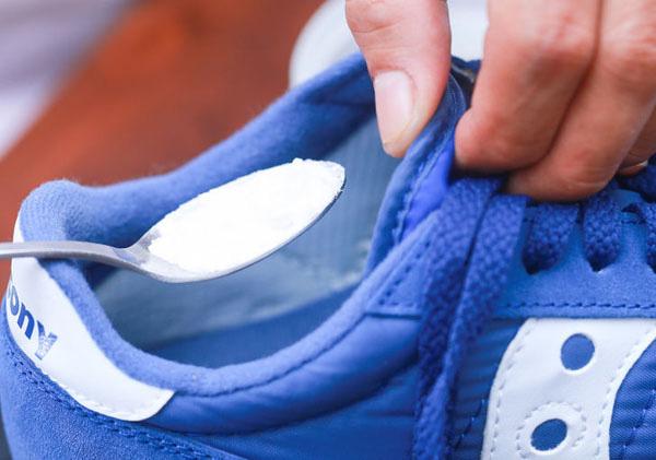 Giày hôi khiến bạn mất tự tin và khó chịu, xử lý đơn giản nhờ những thứ không ngờ có sẵn trong nhà - Ảnh 7.