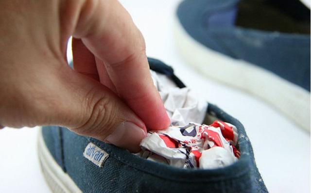 Giày hôi khiến bạn mất tự tin và khó chịu, xử lý đơn giản nhờ những thứ không ngờ có sẵn trong nhà - Ảnh 6.