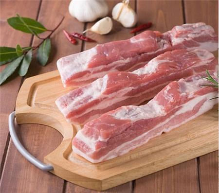 Cần gì tốn tiền mua lò nướng, nướng thịt bằng cách này ngon như nhà hàng, người kén ăn nhất cũng phải gắp lia lịa - Ảnh 2.