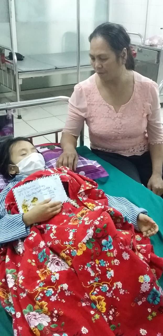 Xót xa bé 9 tuổi bị bệnh tim, bố mẹ bỏ đi sống nhờ ông bà, giờ ông lại bị ung thư - Ảnh 3.