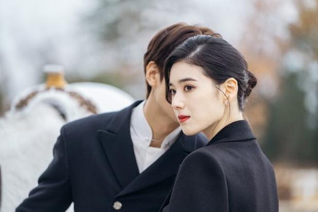 Lee Min Ho hôn nữ thủ tướng trong Quân vương bất diệt - Ảnh 4.