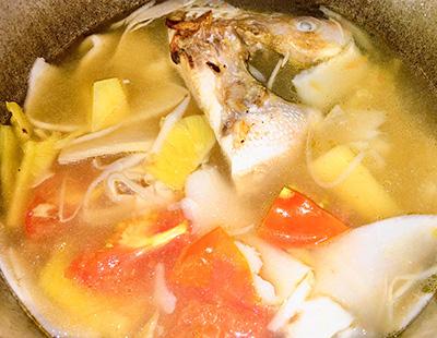 Canh cá điêu hồng nấu măng chua - Ảnh 3.