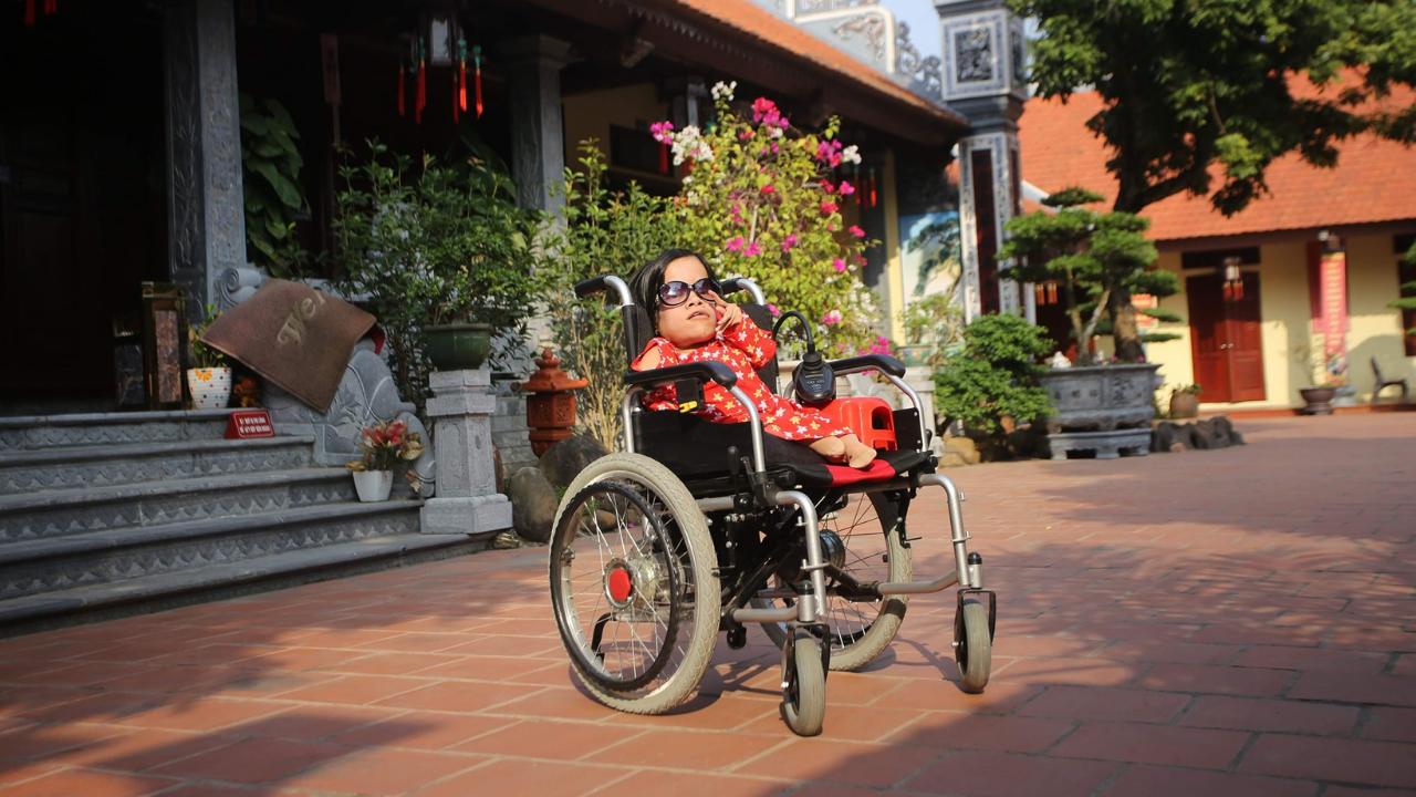 Người phụ nữ tý hon bất hạnh và hành trình 40 năm để hóa đá trổ bông - Ảnh 7.