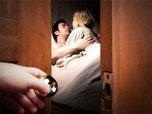 Cay đắng khi phát hiện chồng ngoại tình với bạn thân - Ảnh 1.