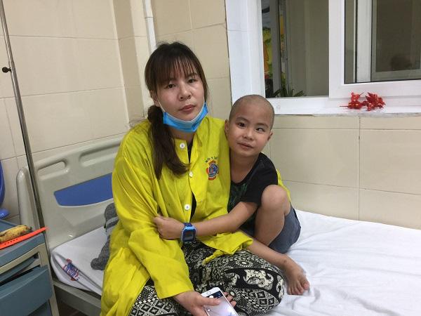 3 tháng liên tiếp 3 cuộc mổ, gia đình kiệt quệ vì con mắc u não - Ảnh 3.