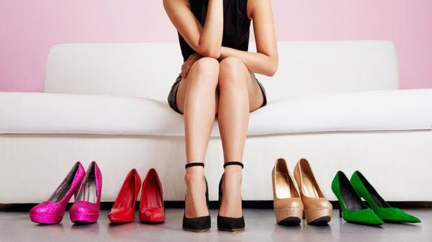 Hoa hậu H'Hen Niê biết chiêu này thì đôi giày cao gót gần 120 triệu đồng không làm chân đau, sưng vù và phải đi dép tổ ong ra đường - Ảnh 4.