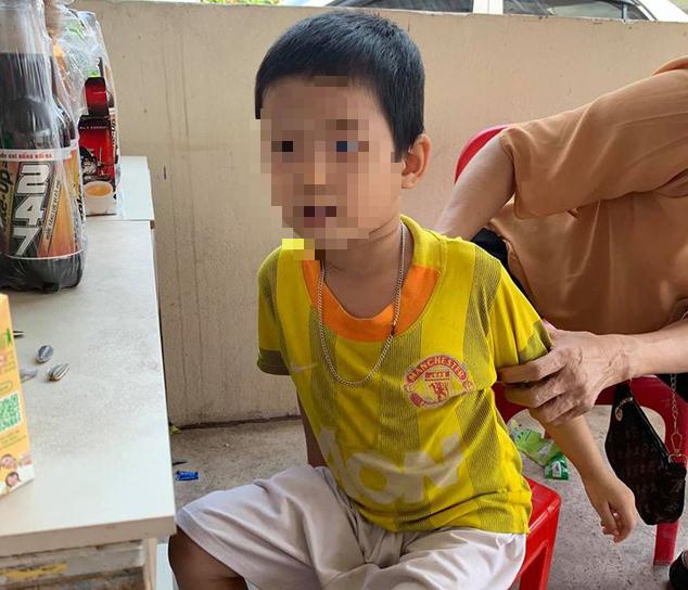 """Bắc Giang: Bé trai bị cha ruột bỏ rơi ở trụ sở tòa án cùng bức thư """"tôi không đẻ, tôi không nuôi"""" hiện ra sao? - Ảnh 3."""
