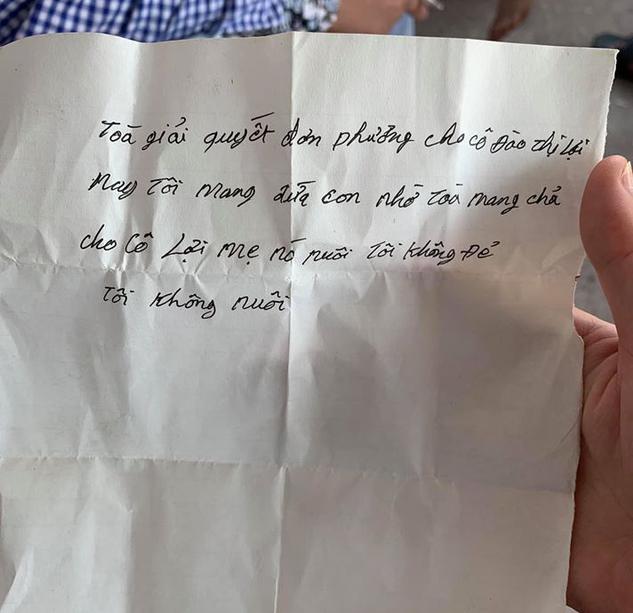 """Bắc Giang: Bé trai bị cha ruột bỏ rơi ở trụ sở tòa án cùng bức thư """"tôi không đẻ, tôi không nuôi"""" hiện ra sao? - Ảnh 4."""