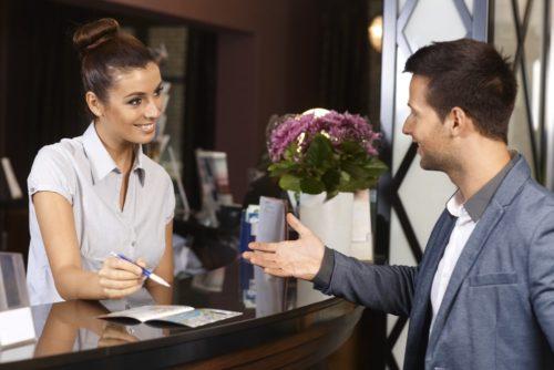 Vì sao khi nhận phòng khách sạn bạn nhất định cần phải xem đồng hồ? - Ảnh 5.