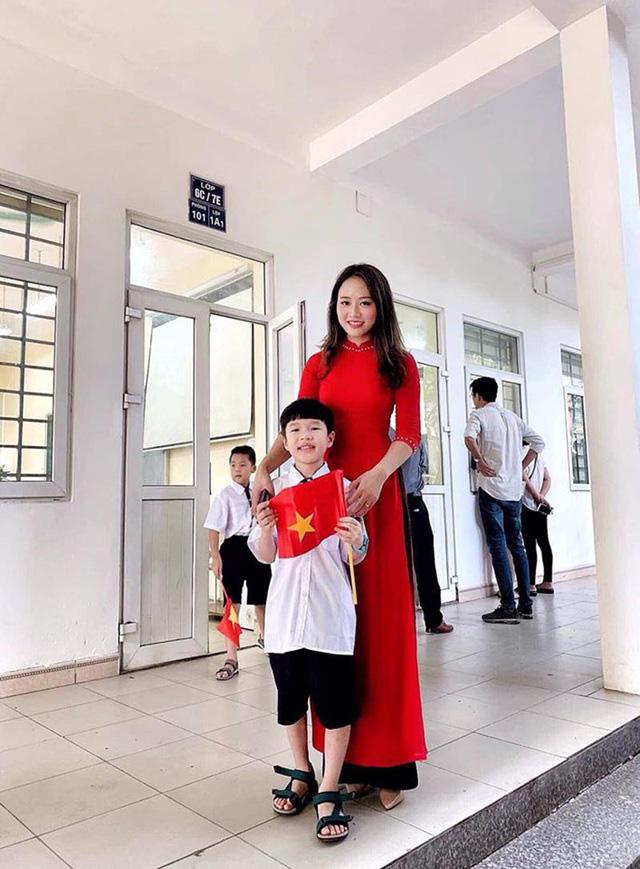 Cô giáo hot girl xinh đẹp, dịu dàng được học trò yêu quý - Ảnh 1.