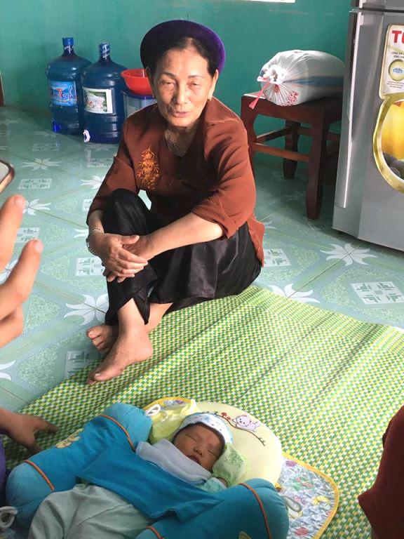 Phát hiện bé trai sơ sinh bỏ rơi tại chùa Trông rạng sáng mồng Một - Ảnh 1.