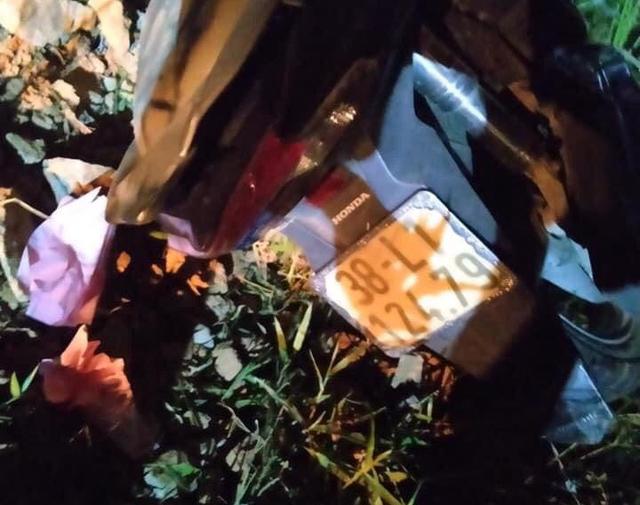 Hà Tĩnh: Đâm vào côt hàng rào bên đường, hai thiếu niên tử vong tại chỗ - Ảnh 1.