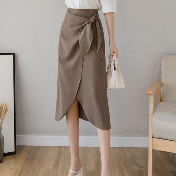 Chọn đúng kiểu chân váy giấu đùi cột đình hoàn hảo, nàng công sở tự tin khoe vóc dáng - Ảnh 2.