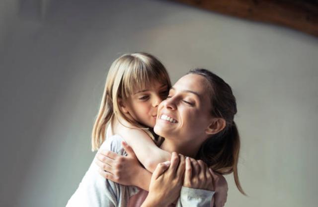 Những câu nói hay nhất về tình yêu của mẹ và con gái - Ảnh 2.