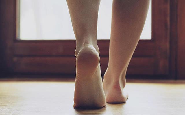 Bàn chân của người nhiều bệnh tật, tuổi thọ kém luôn có chung 7 dấu hiệu nhỏ này: Cả đàn ông lẫn phụ nữ đều nên kiểm tra ngay - Ảnh 2.