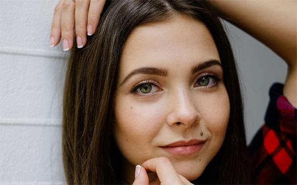 8 dấu hiệu trên khuôn mặt để lộ sức khỏe của bạn - Ảnh 1.