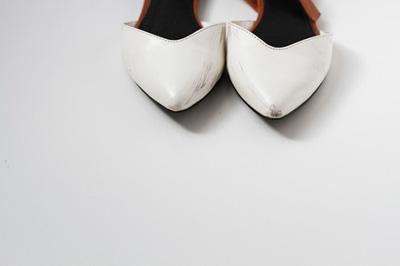 Bôi nước tẩy sơn móng tay lên chiếc giày da yêu thích nhưng bị xước tùm lum, kết quả sau đó sẽ khiến bạn phải ngạc nhiên - Ảnh 4.