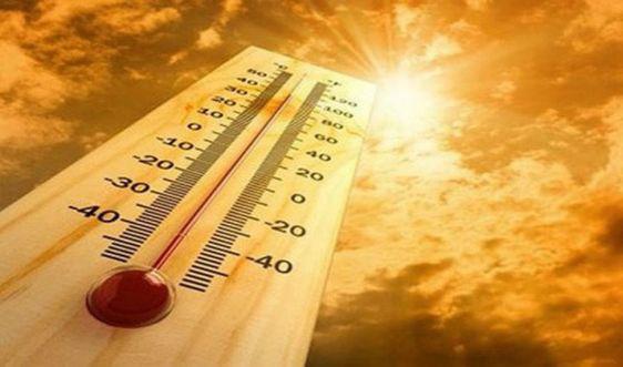Nắng nóng đặc biệt gay gắt kéo dài ở miền Bắc trong nhiều ngày - Ảnh 1.