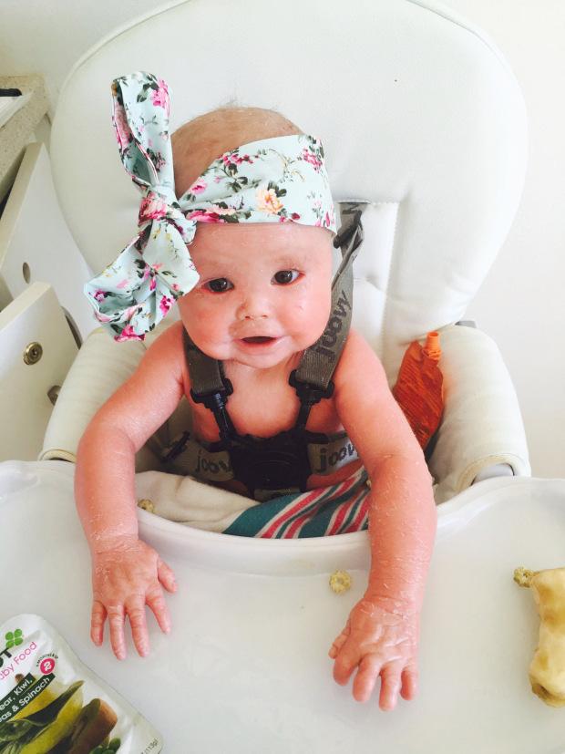 Bà mẹ sốc nặng khi vừa sinh con bác sĩ yêu cầu bố bé không được chụp hình, mẹ phải đi găng tay khi bế bé - Ảnh 4.