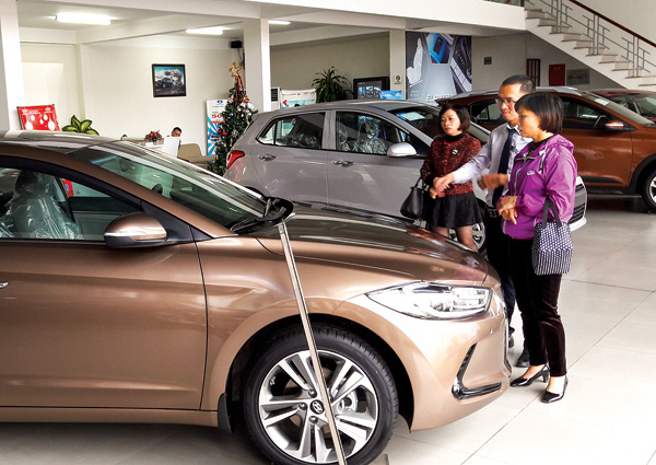 Thái Lan, Indonesia đẩy hàng tồn, ô tô giá rẻ tràn sang Việt Nam - Ảnh 2.