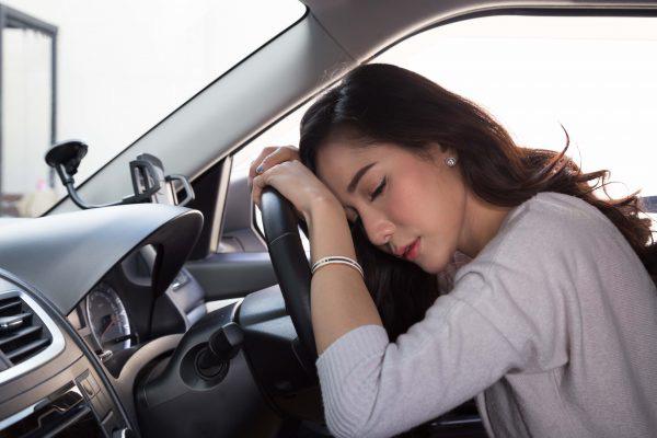 Lái xe ô tô ngày nắng nóng: Cẩn trọng nguy cơ sốc nhiệt, đột quỵ do dùng điều hòa sai cách - Ảnh 1.