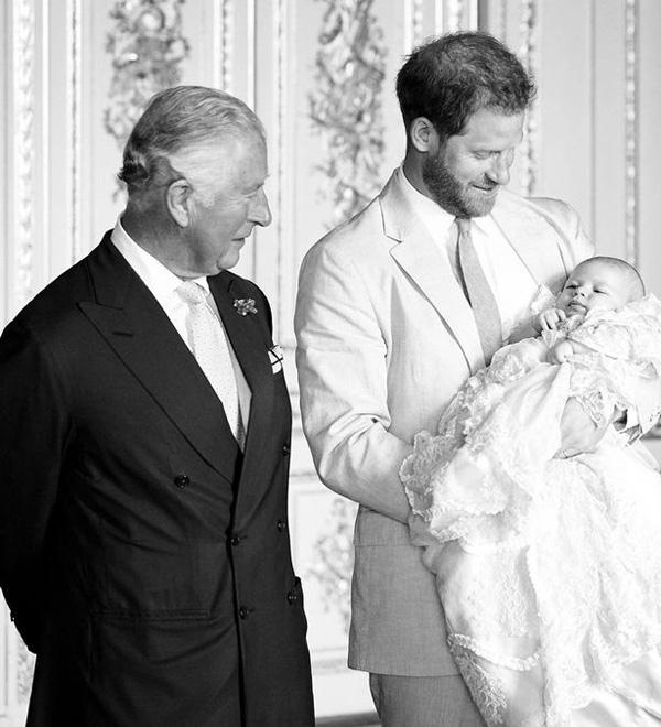 Lộ kế hoạch đến Mỹ giải cứu cháu trai Archie khỏi vợ chồng Harry - Meghan Marlke của Thái tử Charles? - Ảnh 1.