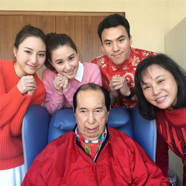 Cô con gái bà vợ 3 của ông trùm sòng bạc Macau: Tiểu thư cành vàng lá ngọc có nhan sắc ai nhìn cũng mê đắm - Ảnh 4.