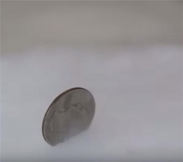 Đặt 1 đồng xu vào tủ lạnh trước khi vắng nhà vài ngày, tưởng kỳ cục nhưng khi biết lý do thì ai cũng phải học theo - Ảnh 4.