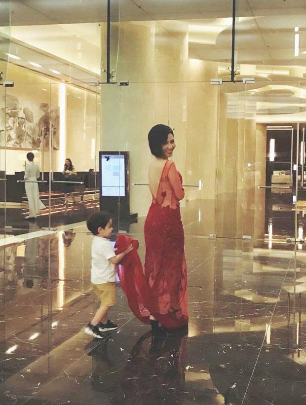5 tuổi, con trai ngậm thìa vàng của Thu Minh đã bắt đầu hỏi Sao mẹ phải che mặt con - Ảnh 3.