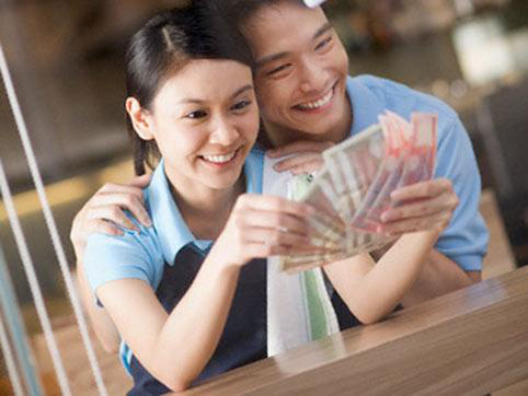 Nắm được bí quyết này, chị em sẽ khiến chồng chỉ muốn mang tiền về cho vợ - Ảnh 1.