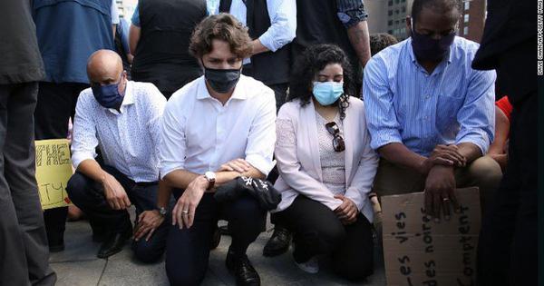 2 cô gái bản địa chết do cảnh sát gây ra khiến Thủ tướng Canada Justin Trudeau phải ra đường quỳ gối chống phân biệt chủng tộc - Ảnh 1.