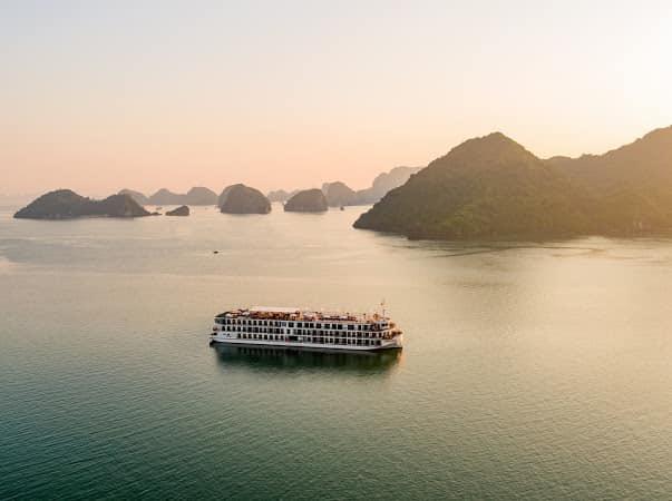 Cơn sốt trải nghiệm bằng du thuyền trên vịnh Lan Hạ và vịnh Hạ Long - Ảnh 10.