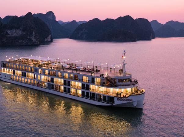 Cơn sốt trải nghiệm bằng du thuyền trên vịnh Lan Hạ và vịnh Hạ Long - Ảnh 3.