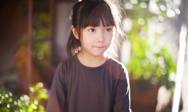 Con gái 5 tuổi liên tục kêu đau ngực, bố mẹ bàng hoàng khi bác sĩ kết luận trẻ dậy thì sớm vì những món đồ vật có sẵn trong nhà - Ảnh 1.