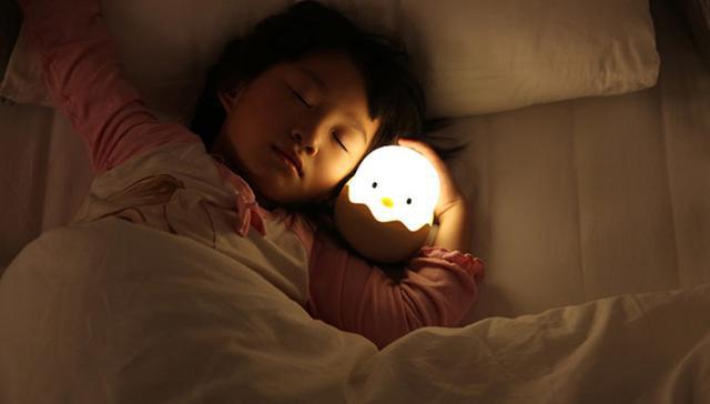 Con gái 5 tuổi liên tục kêu đau ngực, bố mẹ bàng hoàng khi bác sĩ kết luận trẻ dậy thì sớm vì những món đồ vật có sẵn trong nhà - Ảnh 2.