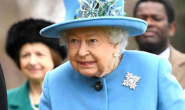 Sau phát ngôn động chạm bà nội của Harry, dân tình đào lại phản ứng của Nữ hoàng khi nghe tin vợ chồng cháu trai rời gia tộc - Ảnh 3.