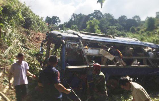 Hiện trường vụ xe khách rơi xuống vực làm 5 người tử vong - Ảnh 3.