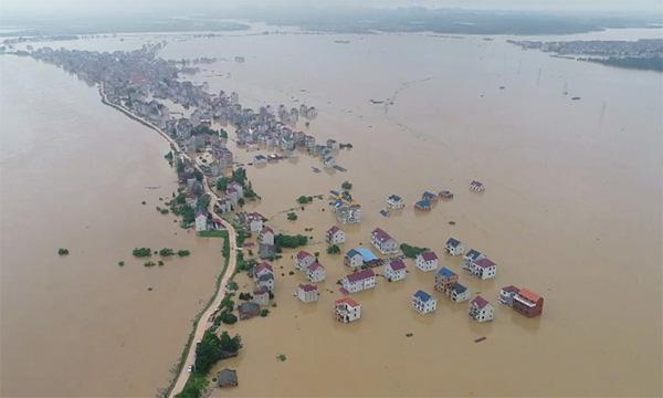 Lũ lụt tang thương ở Trung Quốc: 141 gười chết, di sản cầu cổ 800 năm tuổi bị phá hủy - Ảnh 1.